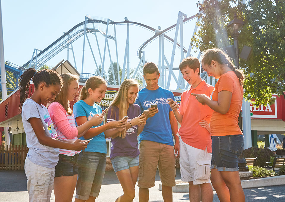 Group of teens in Hersheypark
