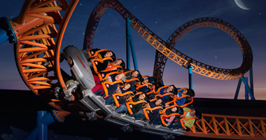 People riding the Fahrenheit rollercoaster at night